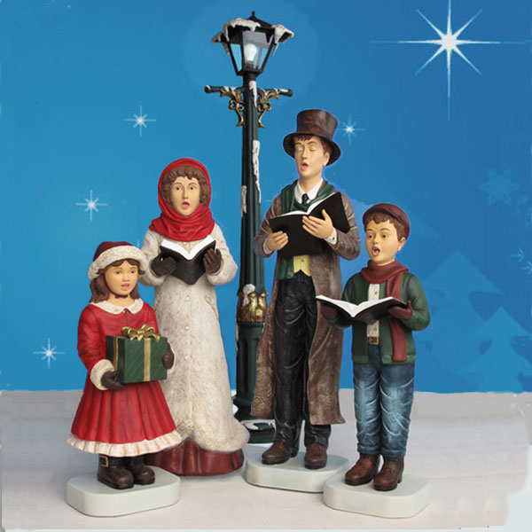 Christmas Caroling Family Set Of 4: Victorian Caroler Set With Lamppost