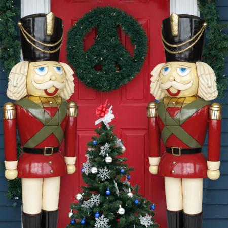Heinimex life sized nutcracker pair 6ft tall for Outdoor christmas figures